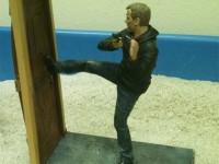 Как выломать дверь